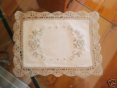 2 Pieces of Delict Hand Bobbin Lace Embroidery Cotton Doily 20x25cm