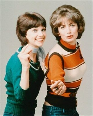 """LAVERNE & SHIRLEY TELEVISION PHOTO Poster Print 24x20"""" iconic image 249074"""