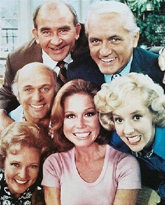 """MARY TYLER MOORE TELEVISION PHOTO Poster Print 24x20"""" great gift idea 231506"""