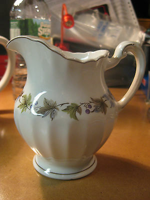 J.&G. Meakin England classic White Leaf Berry Purple Green Creamer