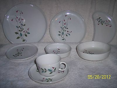 """2 VINTAGE FRANCISCAN WINSOME RETRO 8 1/4"""" SALAD PLATES """" NEAT"""""""