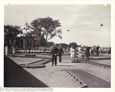 THE SERVICEMANS COUNTRY CLUB CHICAGO VINTAGE WWII SOLDIERS 1940s SNAPSHOT PHOTO
