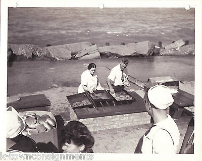 OUTDOOR GRILL LAKE MICHIGAN CHICAGO VINTAGE WWII SOLDIERS 1940s SNAPSHOT PHOTO
