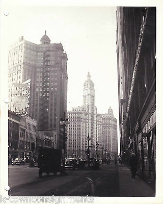 NORTH MICHIGAN AVENUE CHICAGO VINTAGE WWII SOLDIERS 1940s SNAPSHOT PHOTO