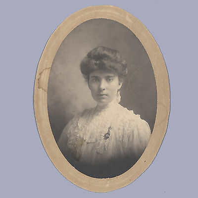 Vintage Photograph CABINET CARD Collins VICTORIAN LADY Oval-shaped