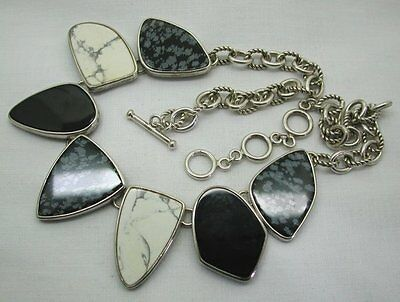 Modernistic And Stylish Silver And Agate Necklace