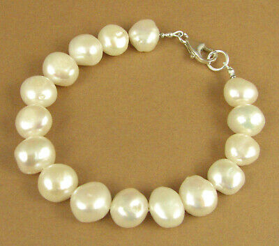 Dainty pearl and silver bracelet. Heart charm. Sterling silver 925. Handmade.