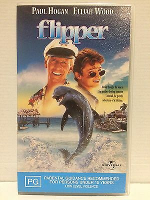Flipper ~ *Paul Hogan *Elijah Wood *Isaac Hayes ~ As New Pal Vhs Video