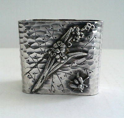UNUSUAL VICTORIAN SILVER PLATE NAPKIN RING w/ EMBOSSED FLORAL & BEE