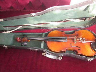 Violin - 4/4 - Vintage Skylark Violin Made In Kwangchow - China C/w Case