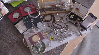 VINTAGE - MIXED LOT / ESTATE / COLLECTIBLES-JEWELRY & MEDALLIONS  ETC