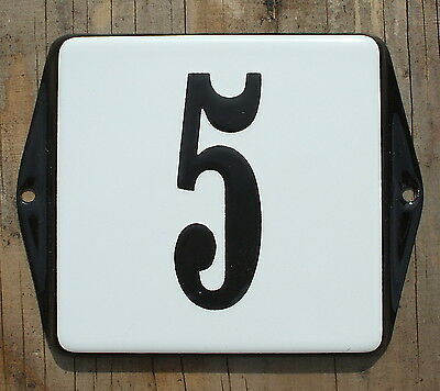 CLASSIC ENAMEL HOUSE NUMBER SIGN. BLACK No.5 ON A WHITE BACKGROUND. 10x10cm.