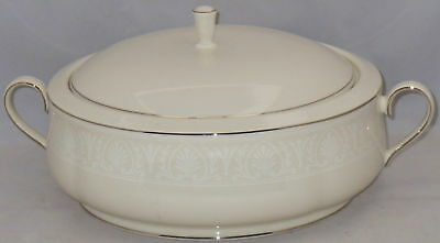 Lenox Courtyard Platinum Round Covered Vegetable