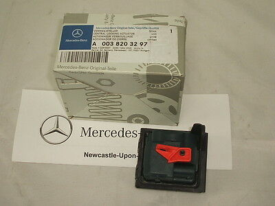 Genuine Mercedes-Benz W176 A-Class, W246 B-Class Fuel Flap Motor A0038203297 NEW