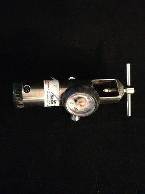 B&F MEDICAL Oxygen Regulator 3000 PSI 21025 Good Condition