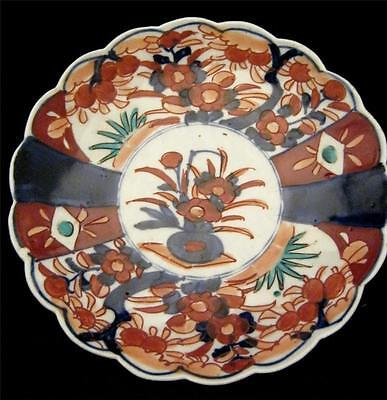 Imari Scalloped Plate with Flowers in Vase Central Pattern