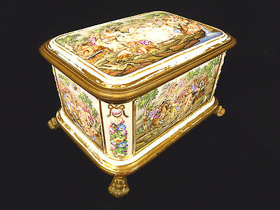 RARE & STUNNING CAPODIMONTE PORCELAIN PAW FOOTED JEWELRY TRINKET BOX CIRCA 1744
