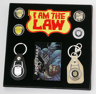 JUDGE DREDD Movie / Comic Key Ring / Keychain & Pin Badge Set - NEW - (#X054)