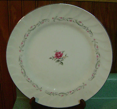 Fine China Royal Swirl Dinner Plate