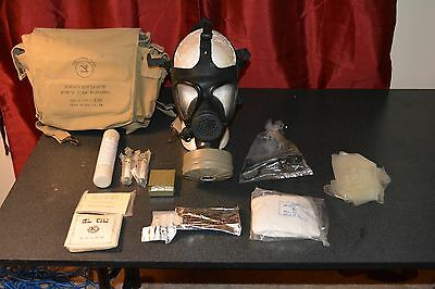 Rare Combat Issues Israeli M-15 Gas Mask with bag and NBC KIT COMPLETE