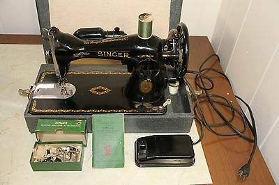 1945 Heavy Duty Singer 15-91 Sewing Machine Very Nice! w/ Attachments & Manual