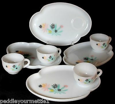 Federal 1950's Milk Glass Patio Snack Set of 4 Trays and Cups Atomic Flower EUC