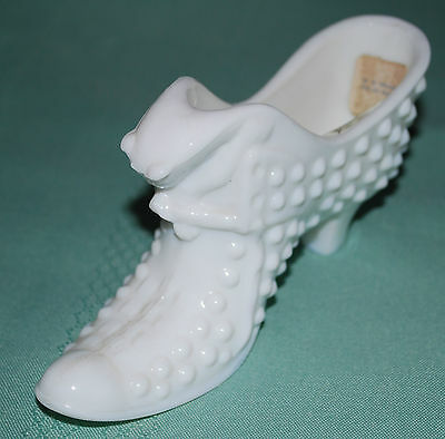 "Vintage Fenton Glass Hobnail White Milk Glass Shoe With Cat 3""x 6"""