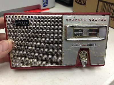Vintage Red Channel Master 6512 AM / Shortwave Transistor Radio