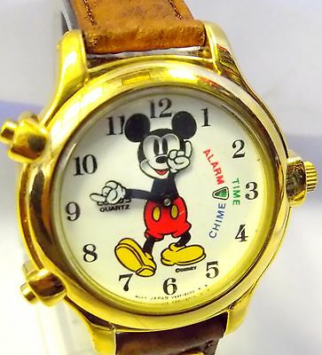 DISNEY Lorus Mickey Mouse Watch Chime Alarm Time Moving Hands