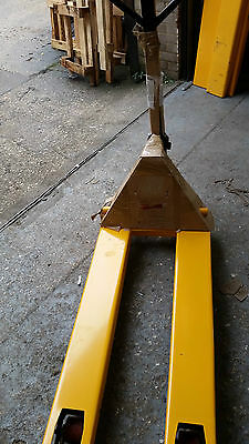 Brand New but Scratched Pallet Truck 2.5t Capacity 1150mm x 550mm PT-04NS