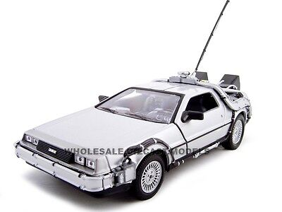 """Delorean """"Back To The Future 1"""" 1:24 Diecast Model Car By Welly 22443"""