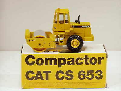 Caterpillar CS653 Roller - o/c - 1/50 - Conrad #2889 - MIB