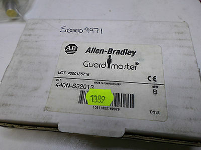 ALLEN BRADLEY GUARDMASTER - SIPHA 1 -- Safety Relay -- 440N-S32013 -- 24AC/DC