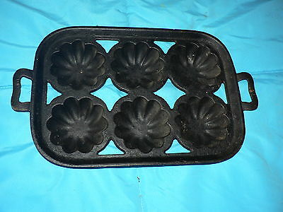 Antique Vintage Solid Cast Iron Muffin Pan Flower Mold Baking Rare