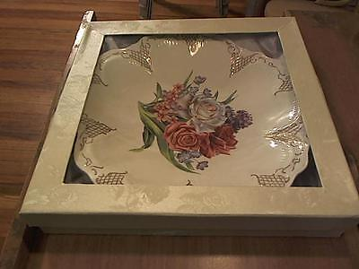 Plate marked Czhengye 24 gold collection