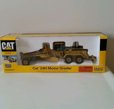 Construction equipment diecast toy vehicles toys hobbies for Cat 24h motor grader