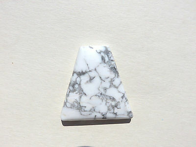 Howlith Howlite Cabochon 38x37,2 mm 85 ct. U12495