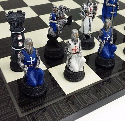 MEDIEVAL TIMES CRUSADES KNIGHTS WHITE & BLUE  CHESS Set W/ Black Geometric Board