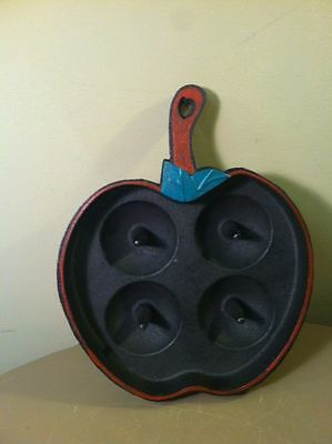 Vintage Hand-Painted Cast Iron 4 Peg Figural Apple Baking Pan w/Hang Hole Handle