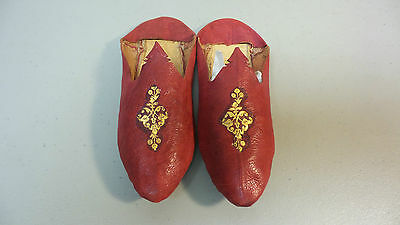 18th C. CLASSIC STITCHED RED LEATHER SLIPPERS, GOLD LEAF EMBOSSED DECORATION