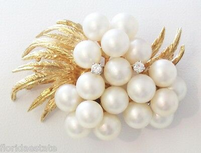 Vintage Elegant 18k Yellow Gold Brooch with Pearls and Diamonds