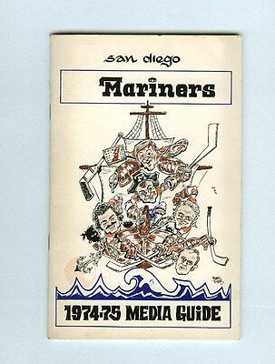 1974-75 WHA SAN DIEGO MARINERS SIGNED MEDIA GUIDE PROGRAM w/17 AUTOGRAPHS/SIGS