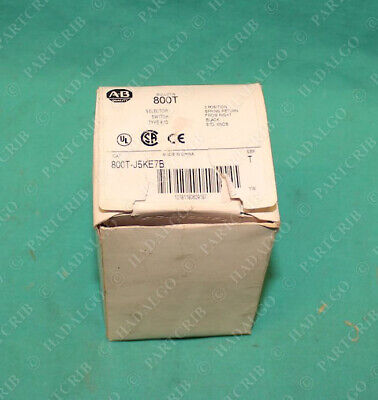 Allen Bradley 800T-J5KE7B 3 Position Selector Switch Black Knob Spring Return