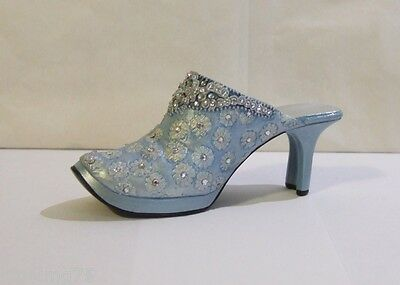 Just The Right Shoe by Raine 2001 Carolynn #25148 Willitts (SH2)