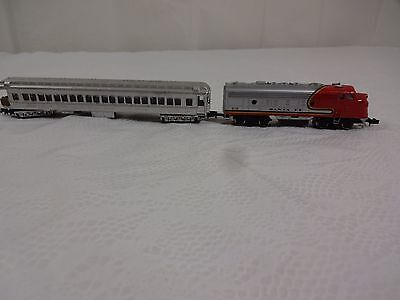 Santa Fe Vintage Micro Locomotive & passanger Train Set