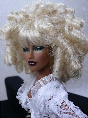 Monique Wig CHARMAINE Size 5-6 Pale Blond Sybarite Tyler AG Cami  CED