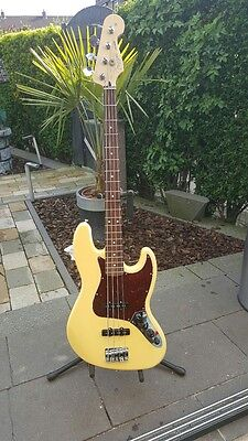 Fender DELUXE ACTIVE JAZZ BASS®