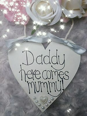 """""""DADDY, HERE COMES MUMMY""""  heart Wedding Plaque/Sign Page boy/Flower girl"""