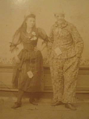 Antique Victorian Clown ? Bauman Galesburg Il Unusual Couple Cabinet Card Photo
