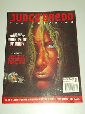 2000Ad Megazine #28 Vol 2 Judge Dredd With Free Gift*